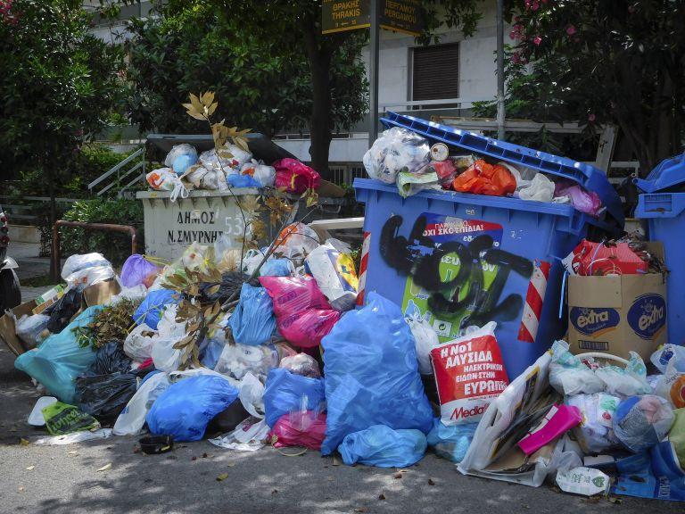 Πυρά Σγουρού κατά Δούρου για το χάος με τα σκουπίδια   tanea.gr