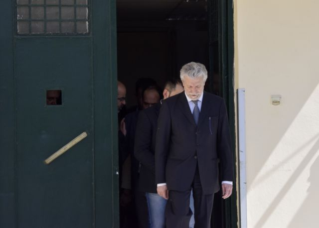 Ανεπιθύμητοι μετά τον μεγάλο συμβιβασμό | tanea.gr