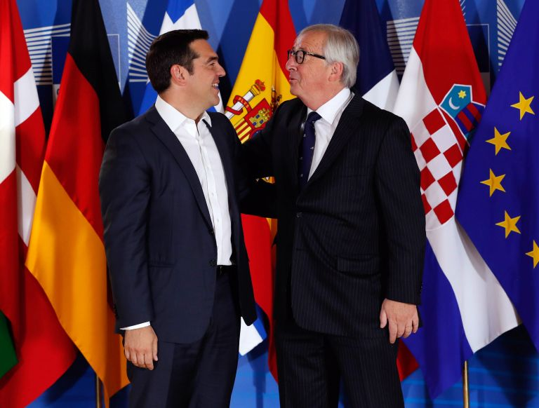 Δεν θέλει τα hot spot εκτός Ευρωπαϊκής Ενωσης ο Αλ. Τσίπρας | tanea.gr