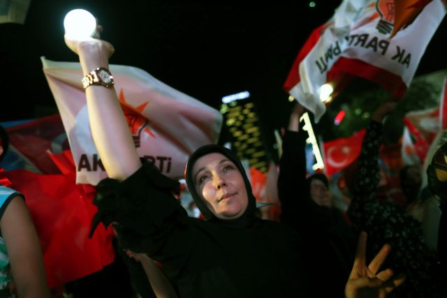 Handelsblatt: Γιατί οι Τούρκοι ξαναψήφισαν τον Ερντογάν | tanea.gr