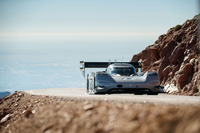 Ρεκόρ χρόνου σε διάσημο αγώνα για ηλεκτρικό αγωνιστικό της VW   tanea.gr