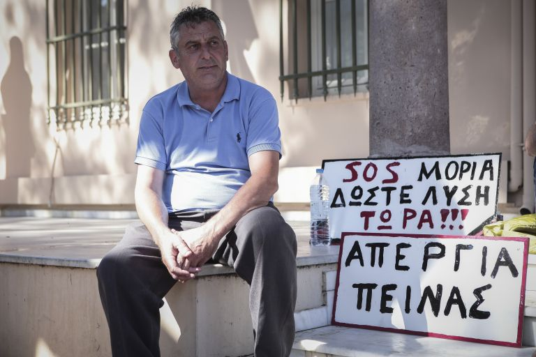 Για τρίτη ημέρα συνεχίζει την απεργία πείνας ο πρόεδρος της Μόριας | tanea.gr