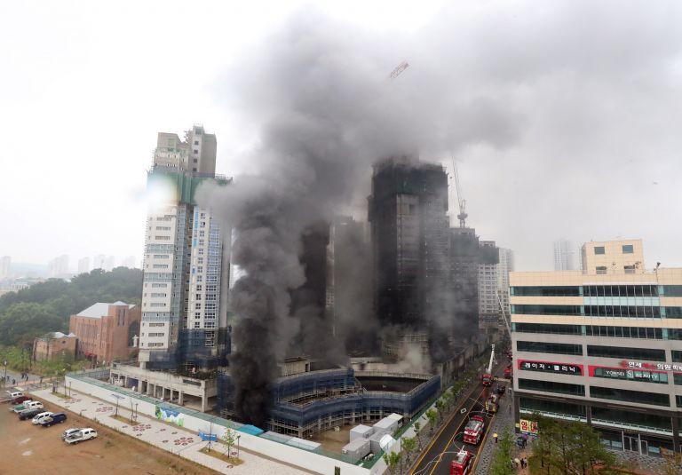 Φονική πυρκαγιά σε υπό ανέγερση ουρανοξύστη – Στους τρεις οι νεκροί | tanea.gr