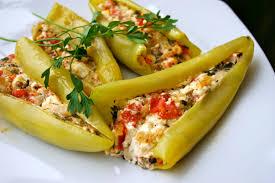 Πιπεριές κέρατο γεμιστές με φέτα | tanea.gr