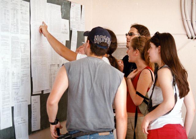 Πανελλαδικές: Πώς θα κινηθούν οι βάσεις στις περιζήτητες σχολές | tanea.gr