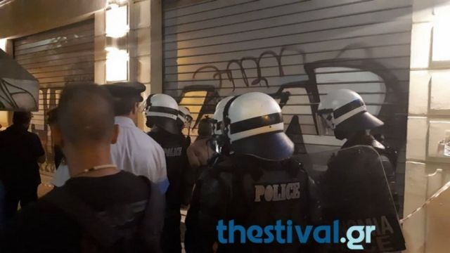 Επίθεση αλλοδαπού με μαχαίρι σε διαδηλωτές για τη Μακεδονία (βίντεο) | tanea.gr