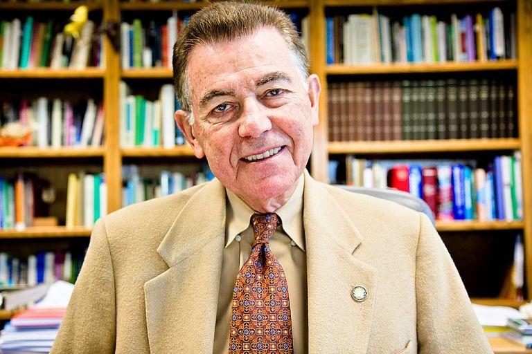 Βιολόγος, πρώην ιερέας εκτός Πανεπιστημίου για σεξουαλική παρενόχληση | tanea.gr