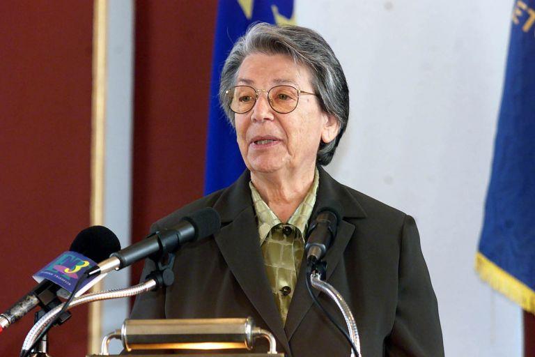 Πέθανε η Βιργινία Τσουδερού | tanea.gr