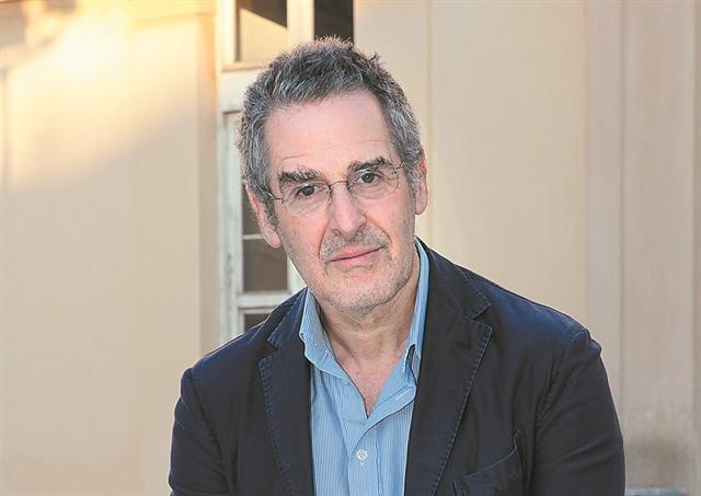 Ελληνας πολιτογραφήθηκε ο βρετανός ιστορικός Μαρκ Μαζάουερ   tanea.gr