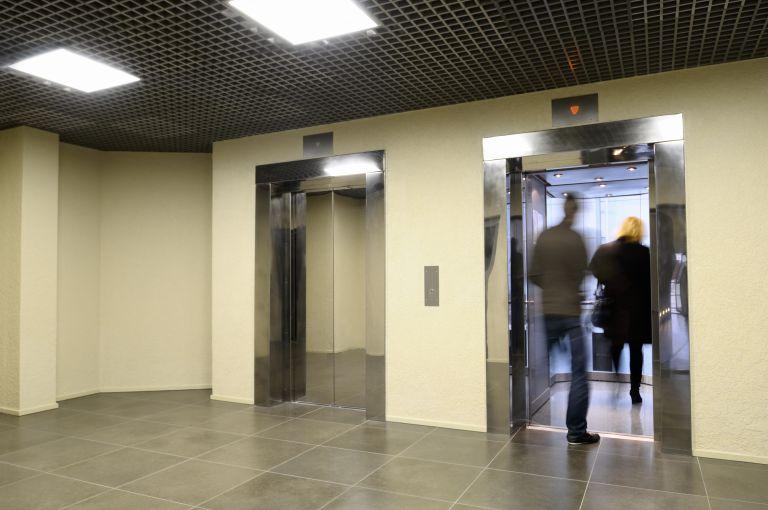 Καμπανάκι για τα ασανσέρ: Ερχονται τσουχτερά πρόστιμα σε ιδιοκτήτες, διαχειριστές | tanea.gr