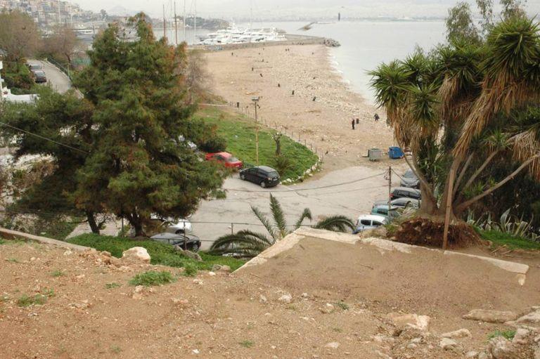 Εκτεταμένος καθαρισμός στην παραλία της Φρεαττύδας στον Πειραιά   tanea.gr