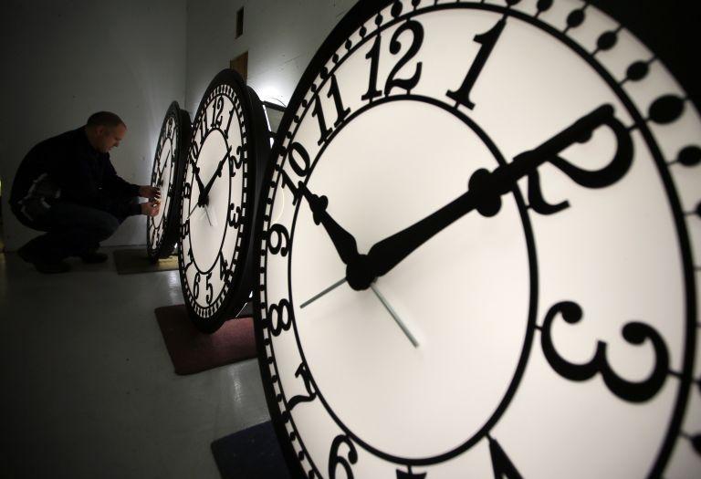 Εσείς αποφασίζετε για το αν θα διατηρηθεί ή όχι η θερινή ώρα | tanea.gr