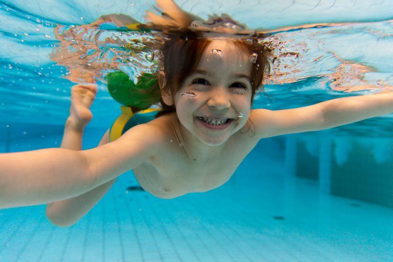 Γιατί να ξεκινήσει κολύμβηση ένα παιδί | tanea.gr