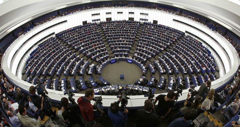10ήμερη αμειβόμενη άδεια σε πατέρες εξετάζει το Ευρωκοινοβούλιο | tanea.gr