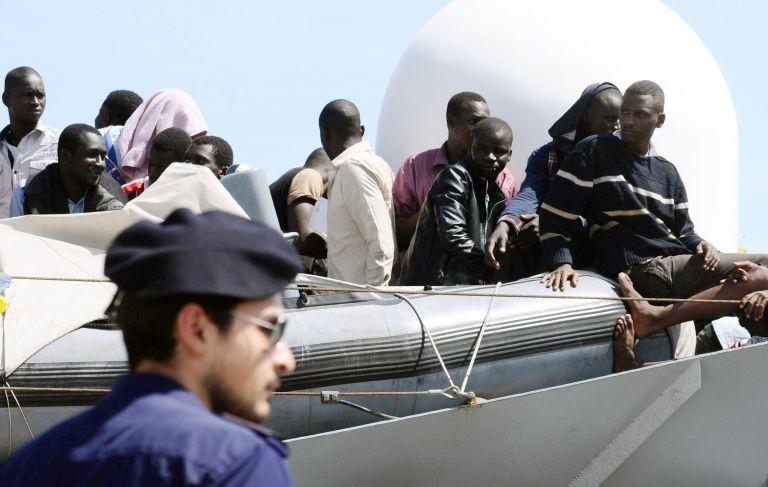 Κόντε: Μάλτα και Γαλλία θα δεχθούν 100 από τους 450 πρόσφυγες   tanea.gr