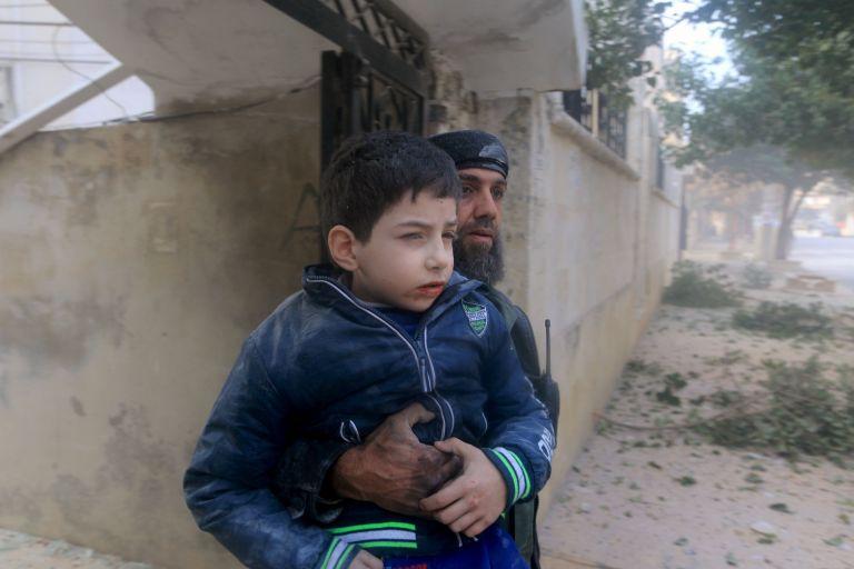 Τουλάχιστον 28 νεκροί σε αεροπορικές επιδρομές στη Συρία | tanea.gr