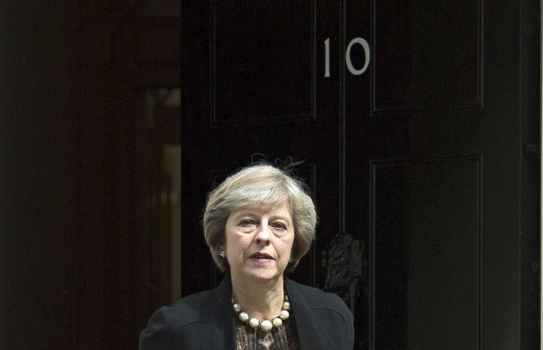 Βρετανία: Η Τερέζα Μέι καθορίζει τους όρους του σχεδίου για τα τελωνεία μετά το Brexit | tanea.gr