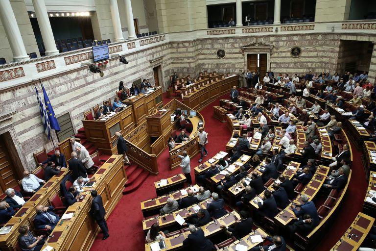Επίθεση της ΝΔ για την τροπολογία με τις αυξήσεις στους επικεφαλής των ΔΕΚΟ | tanea.gr