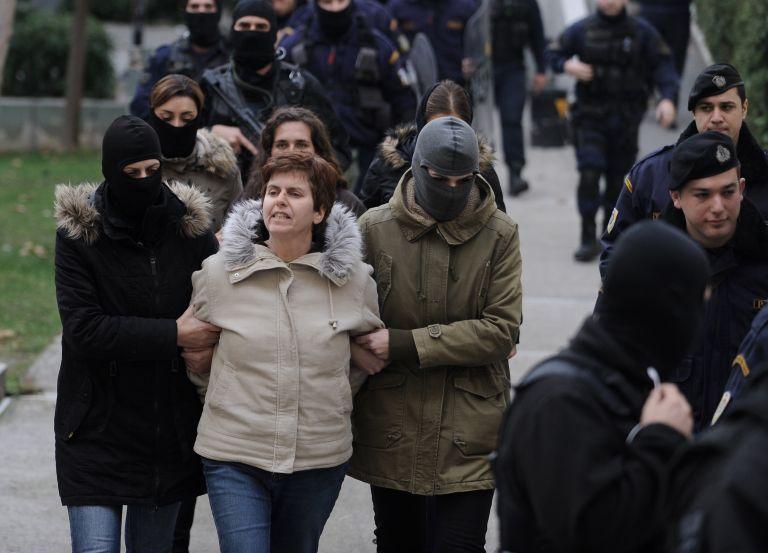 Σε ισόβια κάθειρξη και 25 χρόνια καταδικάστηκε η Πόλα Ρούπα | tanea.gr