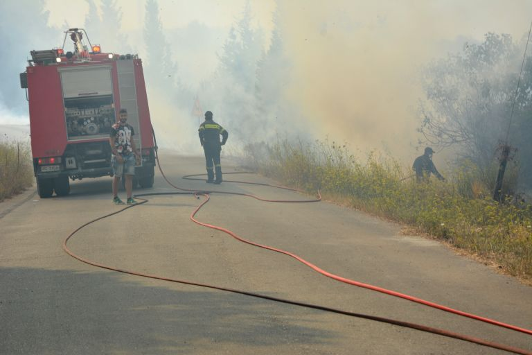 Ζάκυνθος: Υπό μερικό έλεγχο οι φωτιές στο Καλαμάκι και τα Λιθακιά | tanea.gr