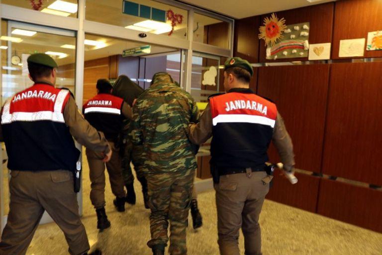 Δεν συνδέεται η υπόθεση των δύο Ελλήνων στρατιωτικών με τους «8», λένε οι δικηγόροι | tanea.gr