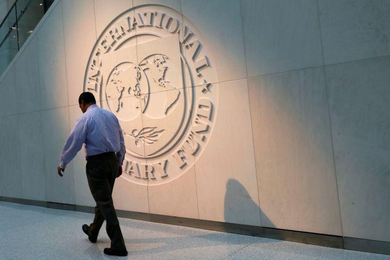 ΔΝΤ: Κίνδυνοι για την προοπτική της οικονομίας - Βιώσιμο το χρέος αλλά... | tanea.gr