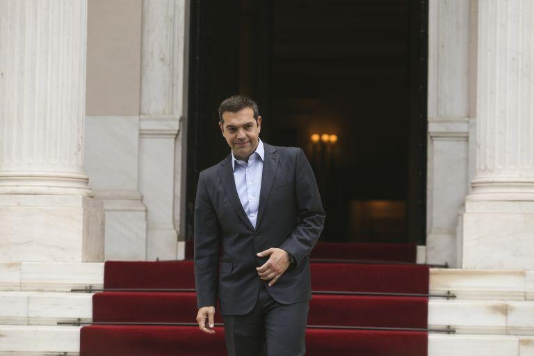 Προεκλογικές παροχές και ανασχηματισμός τα «σωσίβια» της κυβέρνησης | tanea.gr