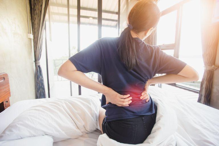 Ασκήσεις στο γραφείο καταπολεμούν τον πόνο της μέσης | tanea.gr