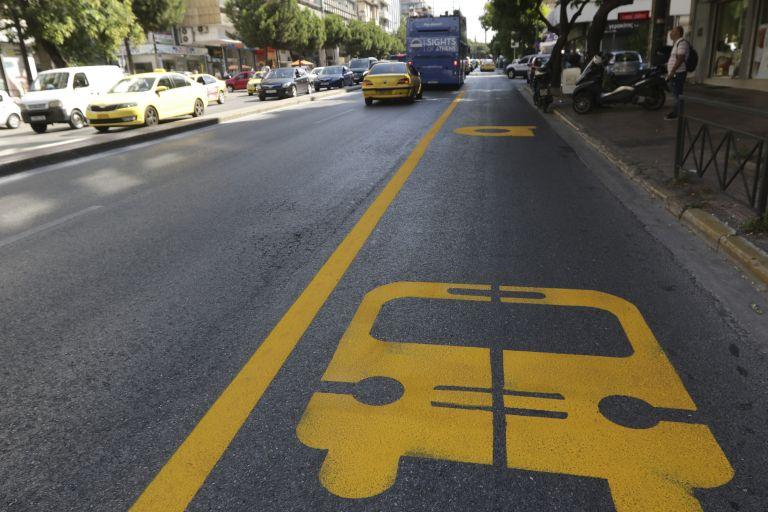 Στους δρόμους της Αθήνας το πρώτο θεατρικό λεωφορείο | tanea.gr