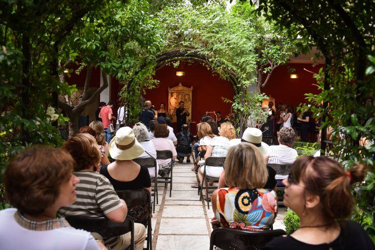 Επεισόδια στο Πολυτεχνείο διέκοψαν το 8ο Θερινό Φεστιβάλ Κινηματογράφου   tanea.gr