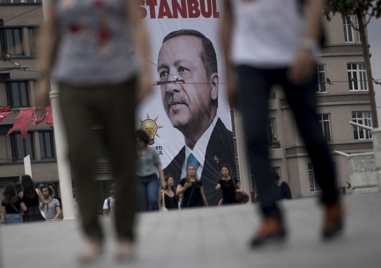 Μαζικές απολύσεις δημοσίων υπαλλήλων στην Τουρκία | tanea.gr