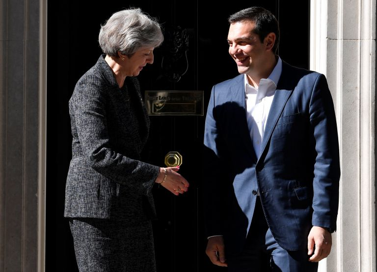 Μέι: Ετοιμη να συνδράμει την Ελλάδα η Βρετανία | tanea.gr