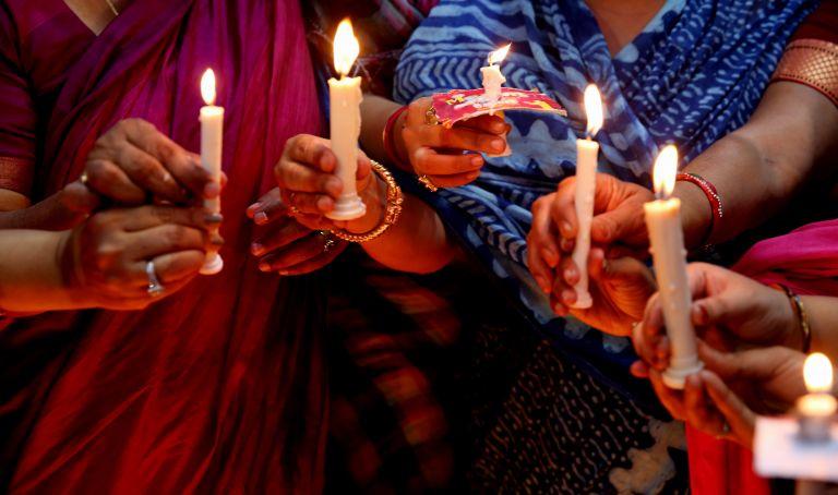 Ινδία: 40 άνδρες βίαζαν νεαρή γυναίκα επί τέσσερις μέρες   tanea.gr