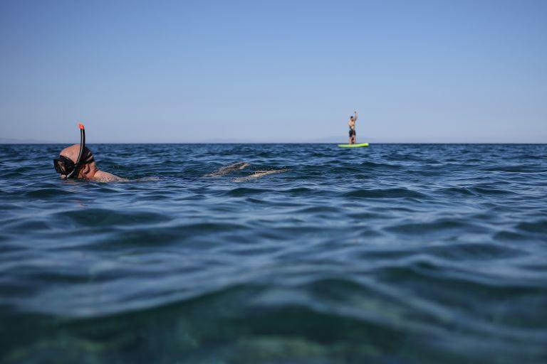 Τραγωδία στη θάλασσα: Νεκρή μία γυναίκα, κινδύνευσαν δύο | tanea.gr