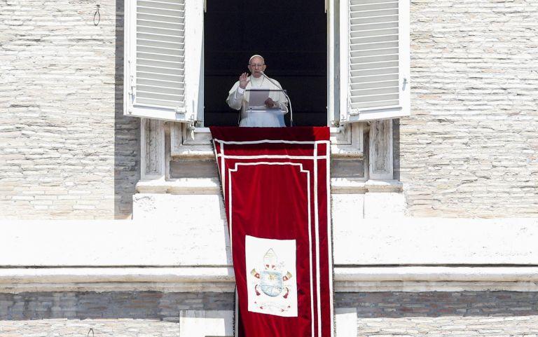 Πάπας: «Για τον Θεό κανένας άνθρωπος δεν είναι ξένος» | tanea.gr