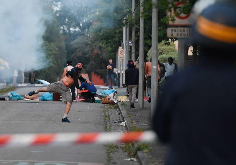 Χάος στην Νάντη – Συνεχίζονται τα βίαια επεισόδια   tanea.gr