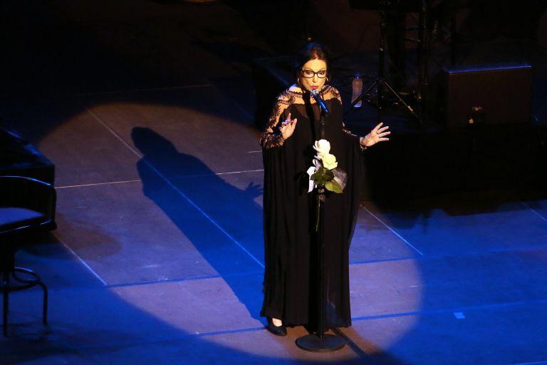 Η Νάνα Μούσχουρη τραγούδησε για τα παιδιά της «ΕΛΠΙΔΑΣ» | tanea.gr