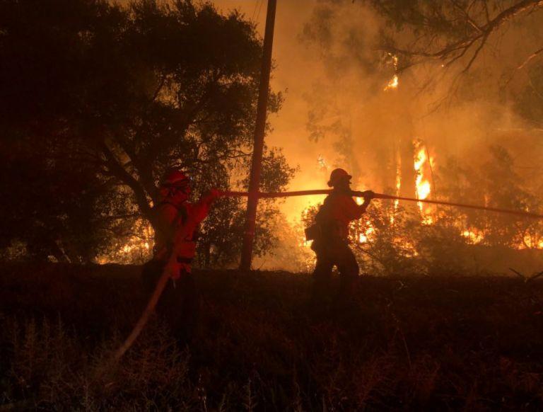 Μάχη με τις φλόγες στην Καλιφόρνια | tanea.gr