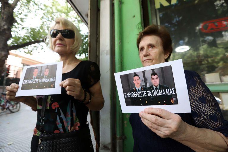 Θεσσαλονίκη: Διαμαρτυρία για την κράτηση των ελλήνων αξιωματικών | tanea.gr