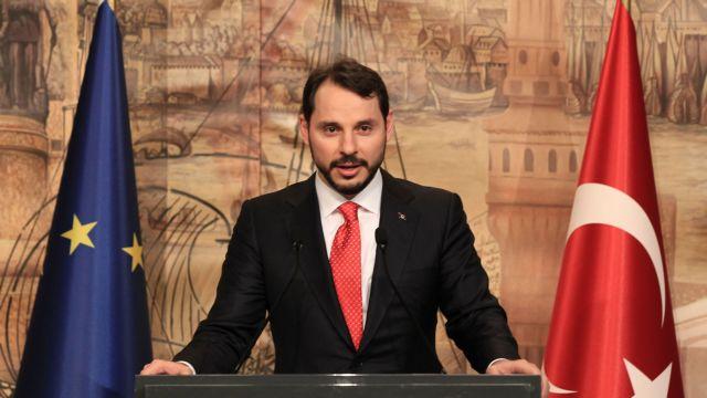 Βυθίστηκε η τουρκική λίρα μετά τον διορισμό του γαμπρού στο Οικονομικών | tanea.gr