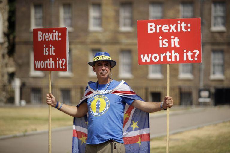Σε χαμηλό πενταετίας η μετανάστευση από την ΕΕ στην Βρετανία | tanea.gr