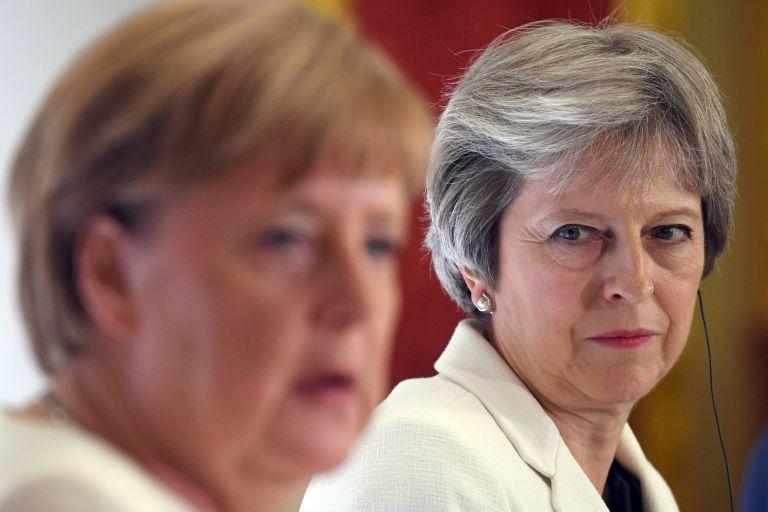 Χαιρετίζει τις προτάσεις της Μέι για το Brexit η Μέρκελ   tanea.gr
