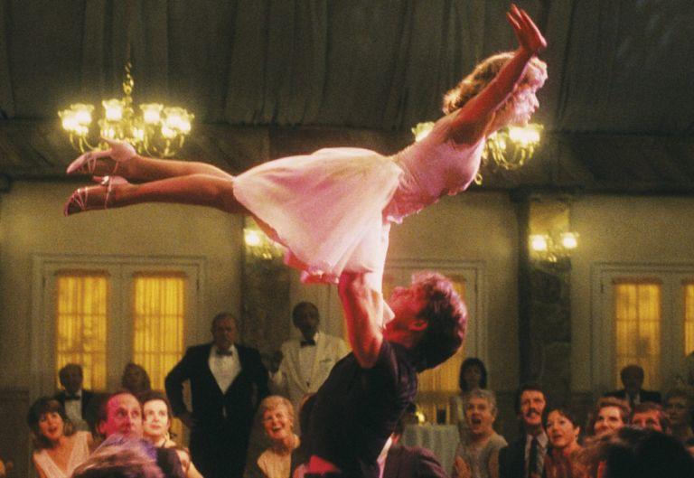 Το «Dirty Dancing» βγαίνει απ' τη μεγάλη οθόνη και πιάνει το χορό!   tanea.gr
