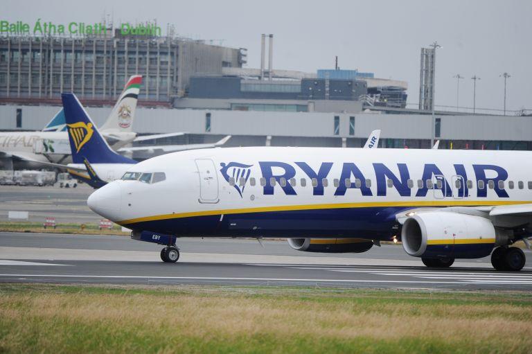 Αναγκαστική προσγείωση αεροσκάφους της Ryanair - 33 επιβάτες στο νοσοκομείο | tanea.gr