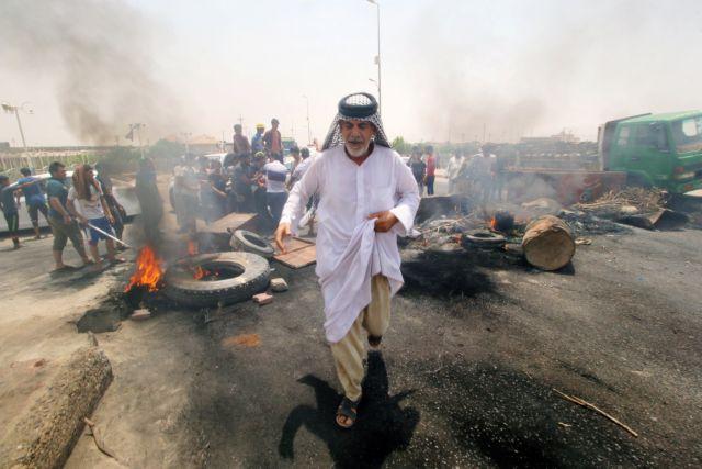 Ιράκ: Νεκρός στις διαδηλώσεις για δουλειές και ηλεκτροδότηση   tanea.gr