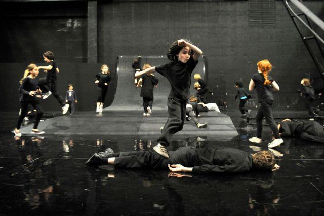 Τα παιδιά πρωταγωνιστές της χορογραφίας «Enfant» | tanea.gr