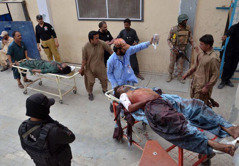 Το ΙΚ αιματοκύλισε το Πακιστάν – 128 νεκροί από επίθεση αυτοκτονίας | tanea.gr