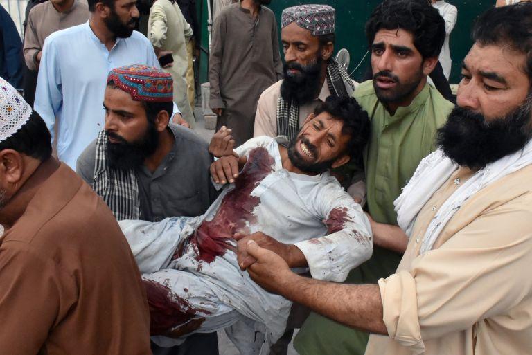 Χάος στο Πακιστάν – Στους 140 οι νεκροί από επίθεση καμικάζι | tanea.gr