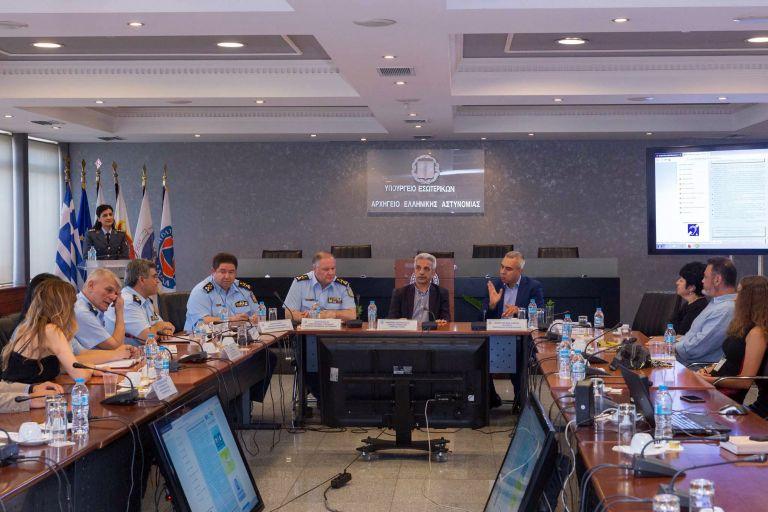 Διευκόλυνση της επικοινωνίας των κωφών με τις αστυνομικές αρχές | tanea.gr