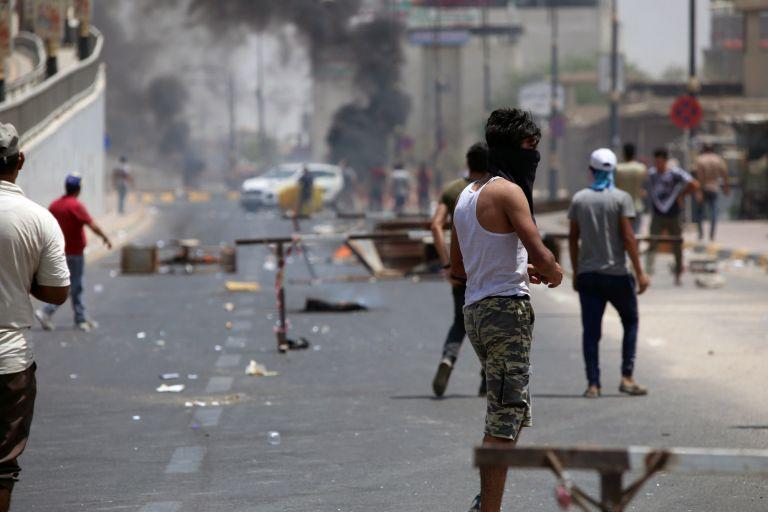 Κλιμακώνεται η ένταση στο Ιράκ – Νεκροί και δεκάδες τραυματίες | tanea.gr